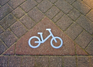 1367110_bike_route_sign.jpg
