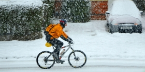biking-in-the-snow-1420650-m.jpg