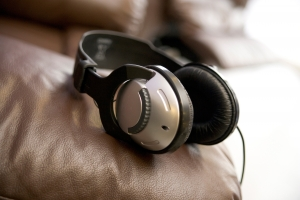 headphones-2-1374423-m.jpg