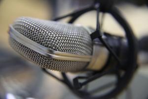 microphone-1428971-m.jpg