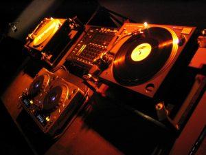 dj-set-1427783